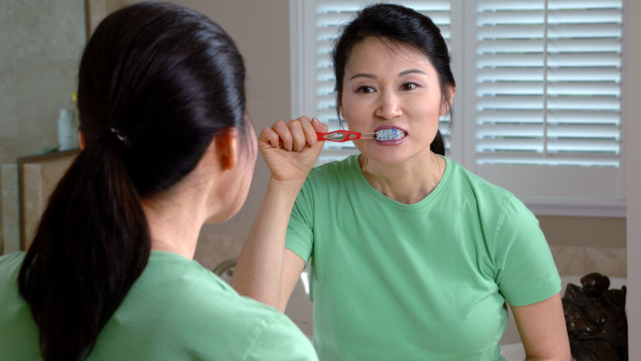 Brush your teeth the right way!